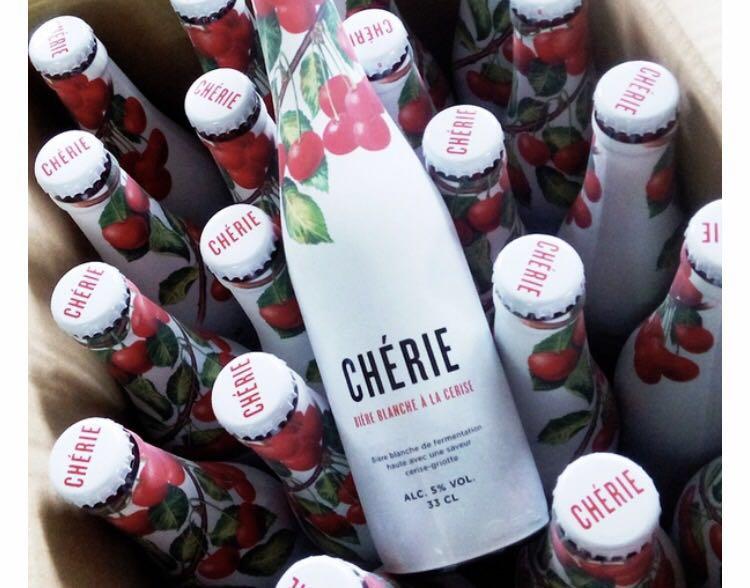 从开瓶,到注入酒杯,感觉鼻腔每一处空间都是樱桃气味.真正入口时