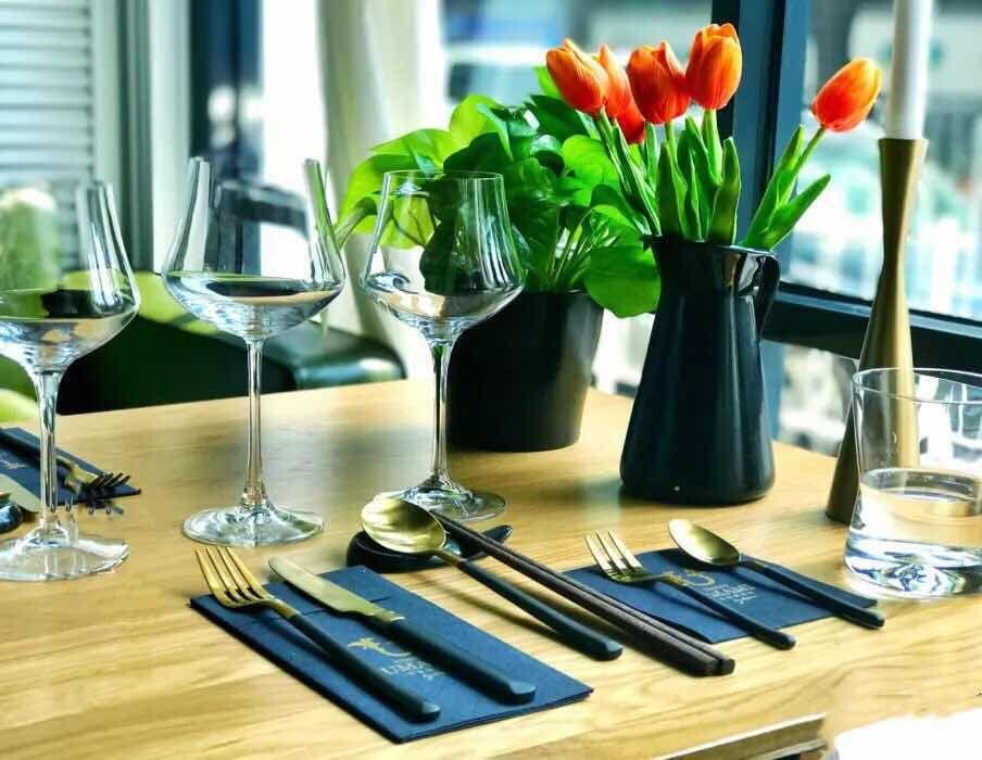 欧式餐桌立面手绘图