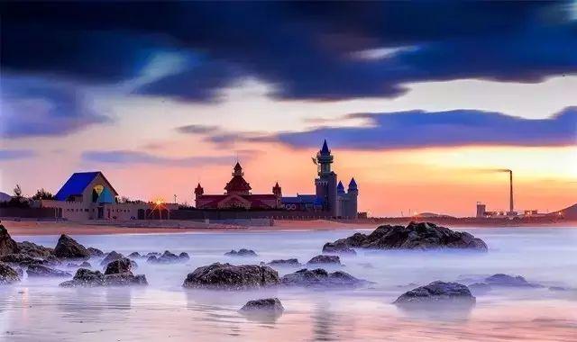 位于威海张村镇西部的双岛湾,有着美丽的传说,亦有着同样美丽的风景.