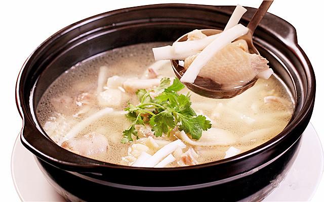 原味主张椰子鸡,一家连锁店众多的椰子鸡火锅店,主打原汁原味的健康