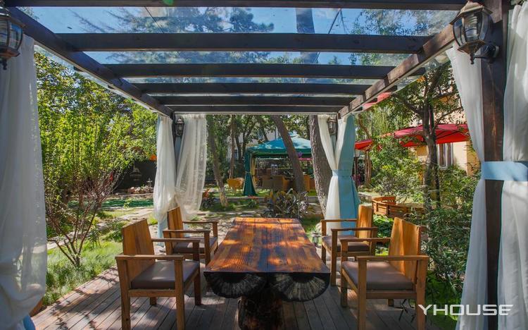 中鲸半岛7号洋房花园餐厅