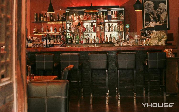 SISTERS Bar & Restaurant