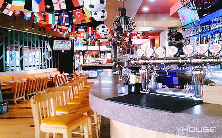 Hooters猫头鹰餐厅(中国红街店)