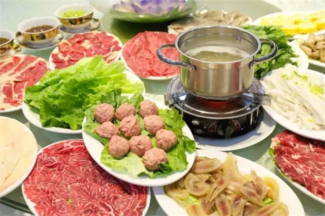 火锅季一到,南岸食府牛肉火锅涮到热火朝天,除了牛肉,潮汕特有的生