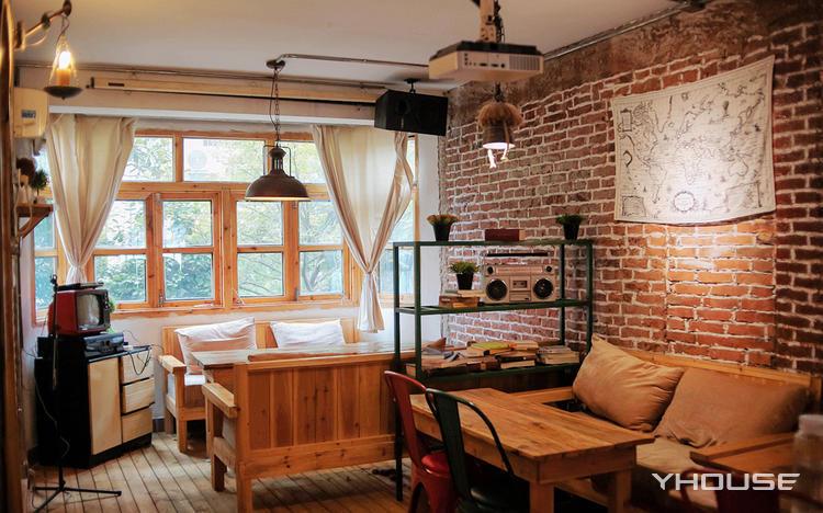 红砖斑驳的古早味 飘着咖啡香的艺文小馆
