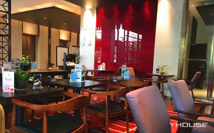 丽雅查尔顿酒店百纳瑞咖啡厅