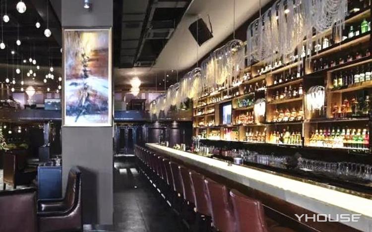 R2 Lounge bar
